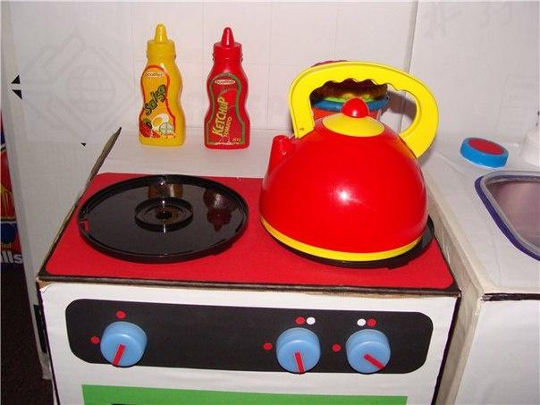 Dětská kuchyňka z kartónu