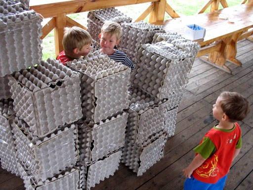 Nápad pro vytvoření velkých kostek z krabic od vajíček