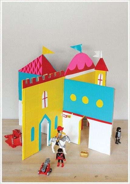 Hrad vyrobený z kartonu